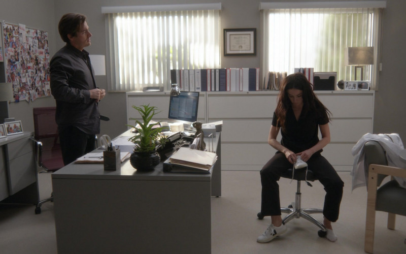 Veja Women's Shoes in Rebel S01E03 Superhero (2021)
