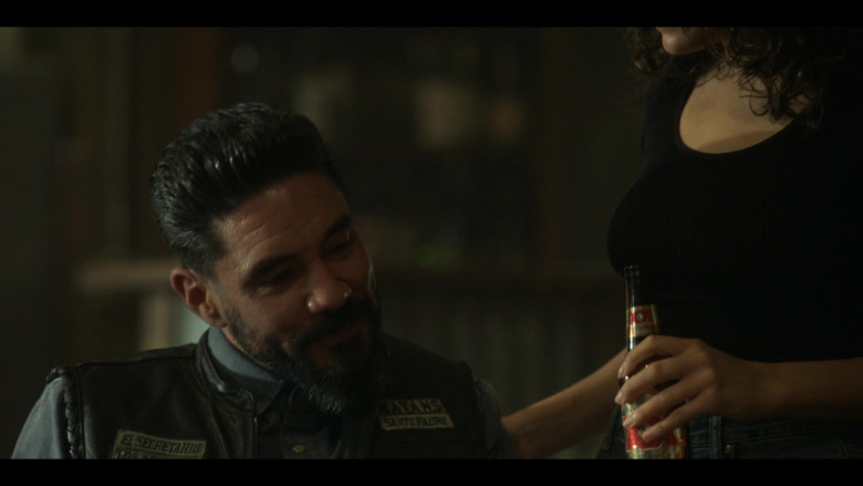 XX Dos Equis Beer in Mayans M.C. S03E05 (2)