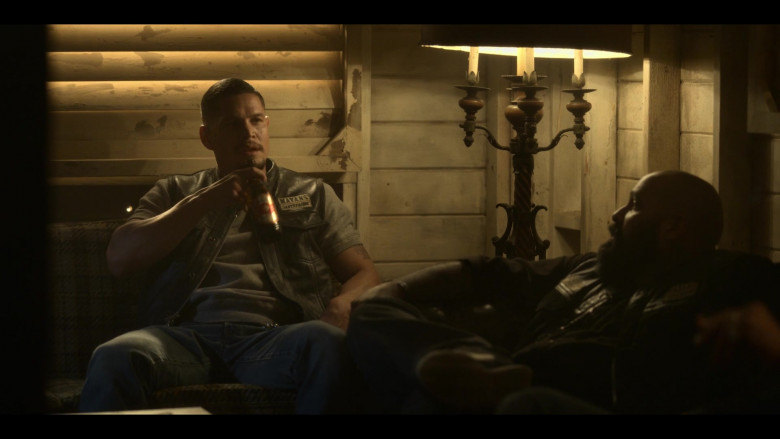 XX Dos Equis Beer in Mayans M.C. S03E05 (3)