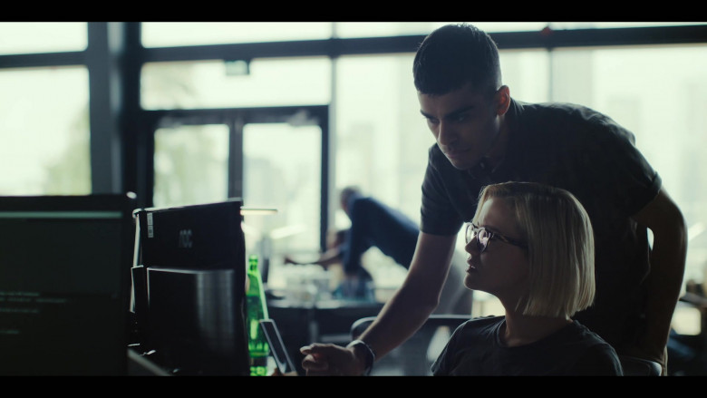 AOC Computer Monitors in The Girlfriend Experience S03E01 (1)