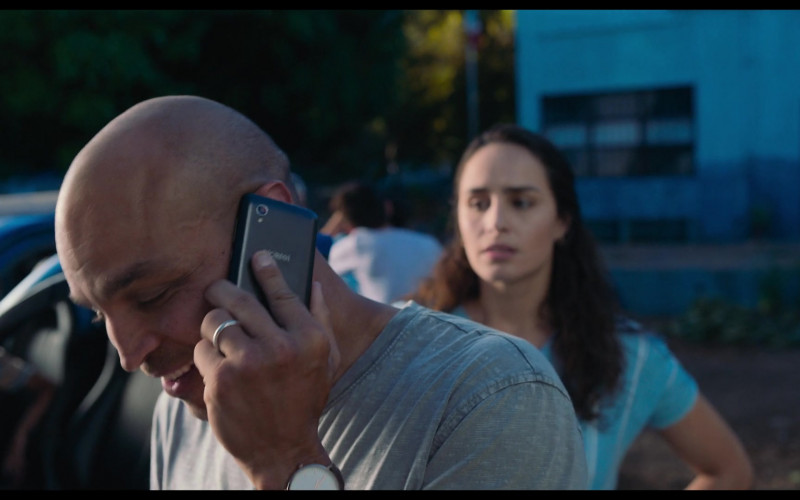 Alcatel Smartphone of Jimmy Gonzales as Omar in Blue Miracle (2021)