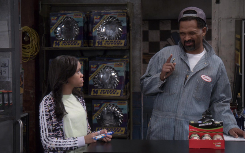 Almond Joy Candy of Khali Spraggins as Aaliyah in The Upshaws S01E10 The Backslide (1)