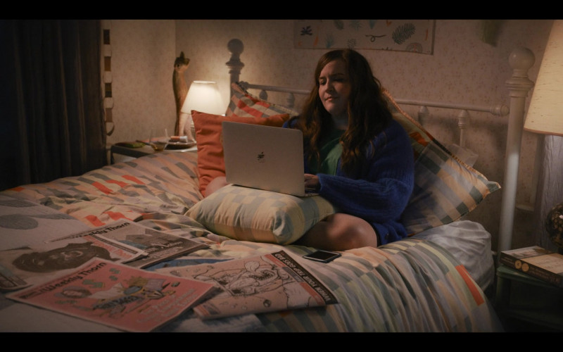 Apple MacBook Laptop Used by Aidy Bryant as Annie Easton in Shrill S03E08 Move (2021)