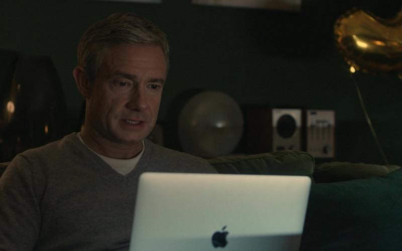 Apple MacBook Laptop Used by Martin Freeman as Paul Worsley in Breeders S02E09 (5)
