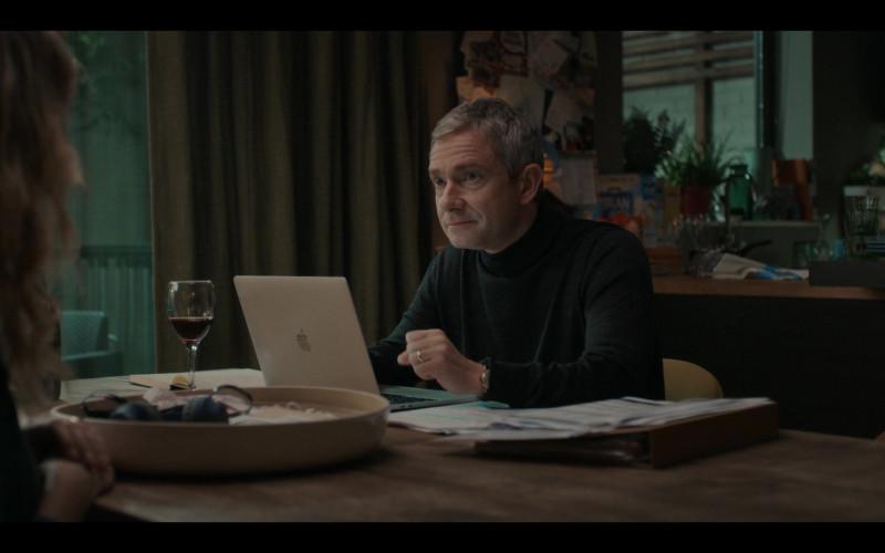 Apple MacBook Laptop Used by Martin Freeman as Paul Worsley in Breeders S02E10 No Power Part II (2021)