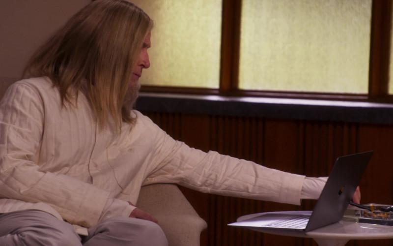 Apple MacBook Laptop in Girls5eva S01E03 Alf Musik (2021)