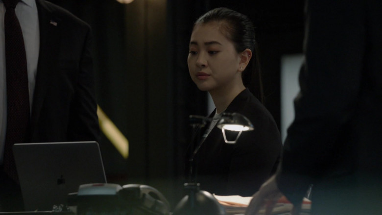 Apple MacBook Laptop in The Blacklist S08E15 The Russian Knot (2021)