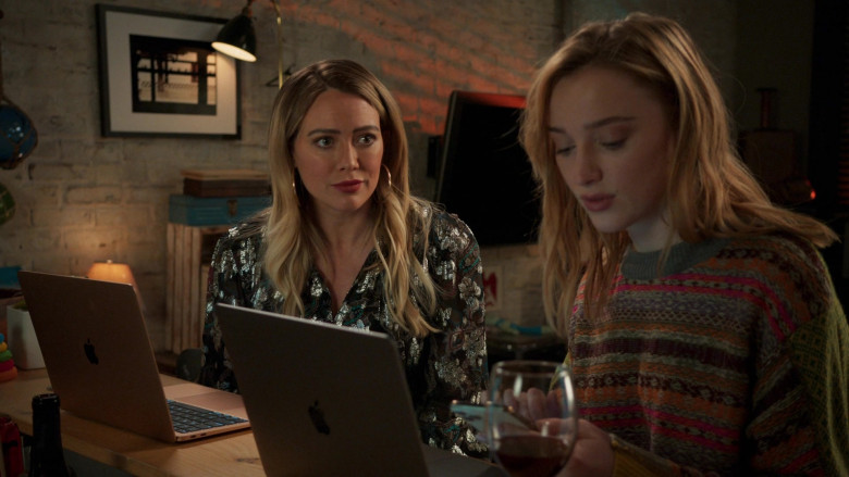 Apple MacBook Laptop of Hilary Duff as Kelsey Peters in Younger S07E10 Inku-baited (4)
