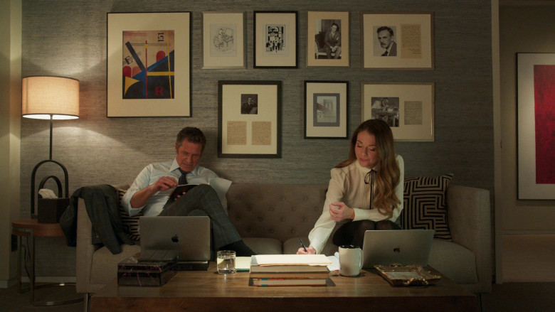 Apple MacBook Laptops in Younger S07E09 (2)