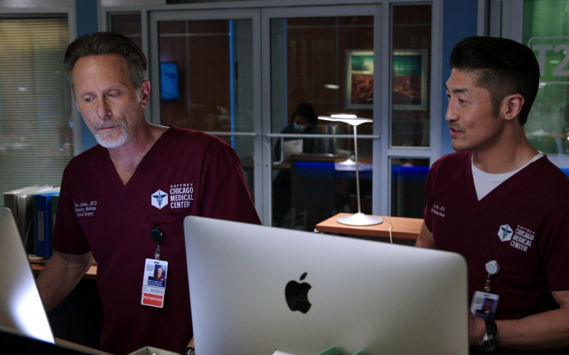 Apple iMac Computers Used by Doctors in the Hospital in Chicago Med S06E13 TV Show 2021 (7)