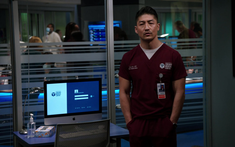Apple iMac Computers in Chicago Med S06E14 (5)