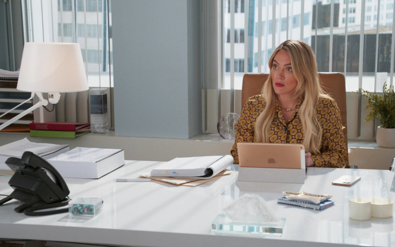 Apple iPad Tablet Used by Hilary Duff as Kelsey Peters in Younger S07E08 The Baroness (2021)