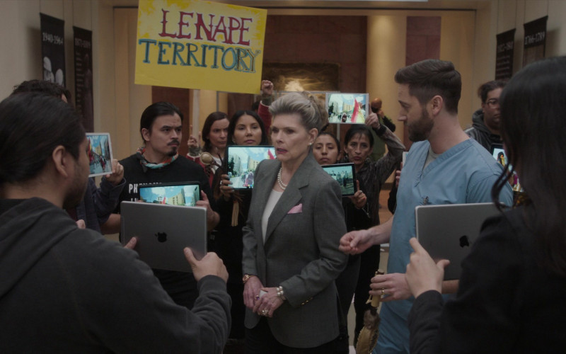 Apple iPad Tablets in New Amsterdam S03E10 Radical (2021)