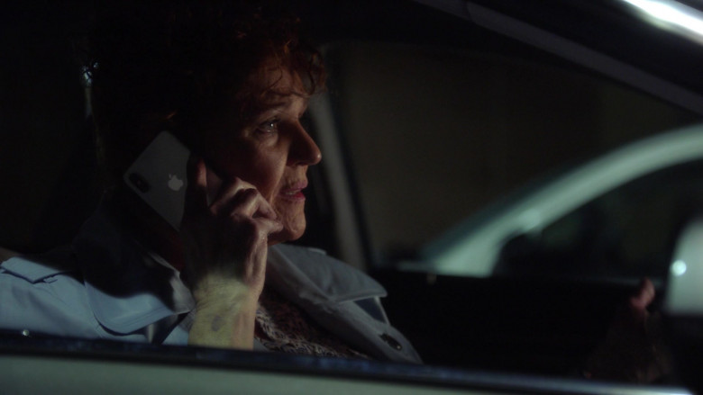 Apple iPhone Smartphone in 9-1-1 S04E11 First Responders (2021)