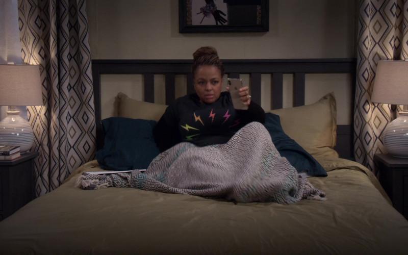 Apple iPhone Smartphone of Kim Fields as Regina in The Upshaws S01E10 The Backslide (2021)