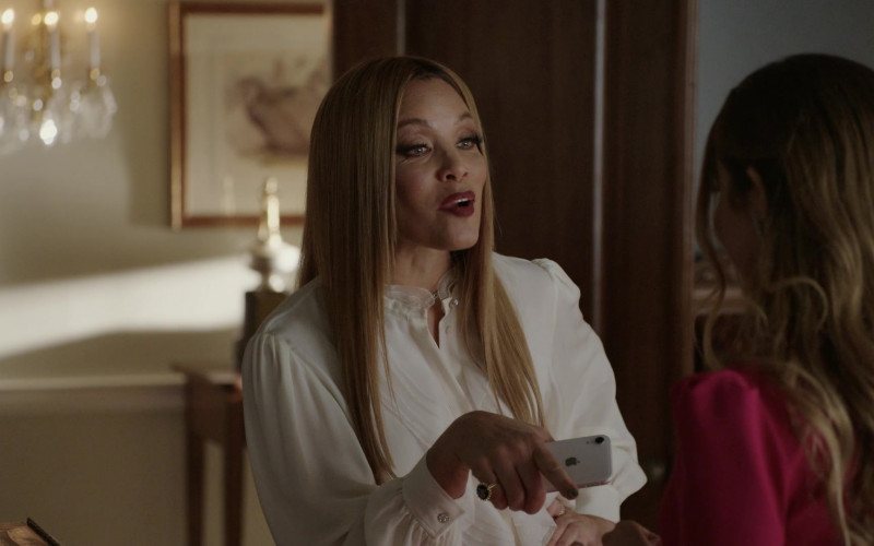 Apple iPhone Smartphone of Michael Michele as Dominique Deveraux in Dynasty S04E01 That Unfortunate Dinner (2021)