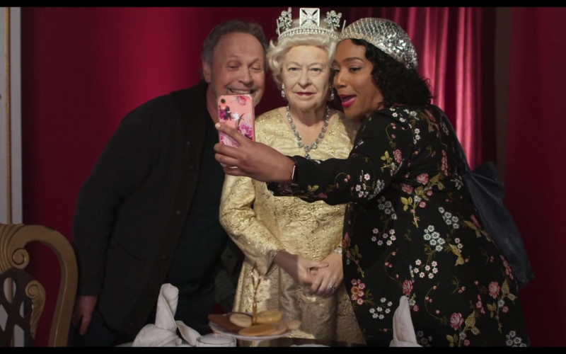 Apple iPhone Smartphone of Tiffany Haddish as Emma Payge in Here Today (2021)