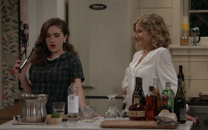 Blanton's Single Barrel Bourbon Whiskey and A to Z Wine Bottle in Call Your Mother S01E12 The Raines Games (2021)