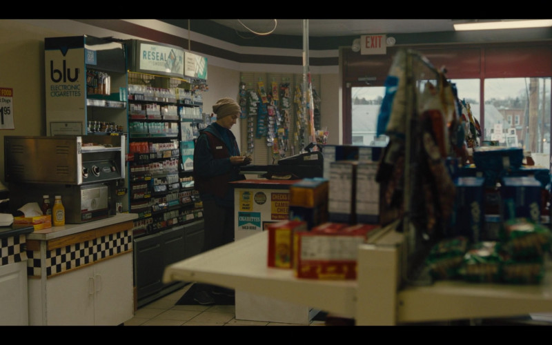 Blue Electronic Cigarettes in Mare of Easttown S01E04 Poor Sisyphus (2021)