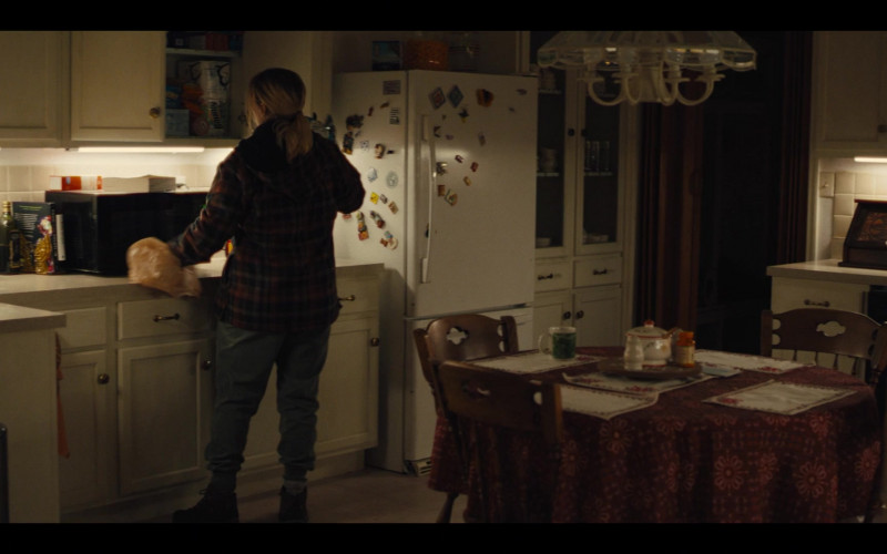 Bounty Paper Towels in Mare of Easttown S01E04 Poor Sisyphus (2021)