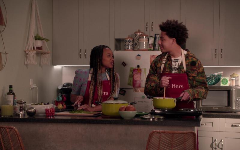 Breville Microwave Oven in Black-ish S07E21 Urban Legend (2021)
