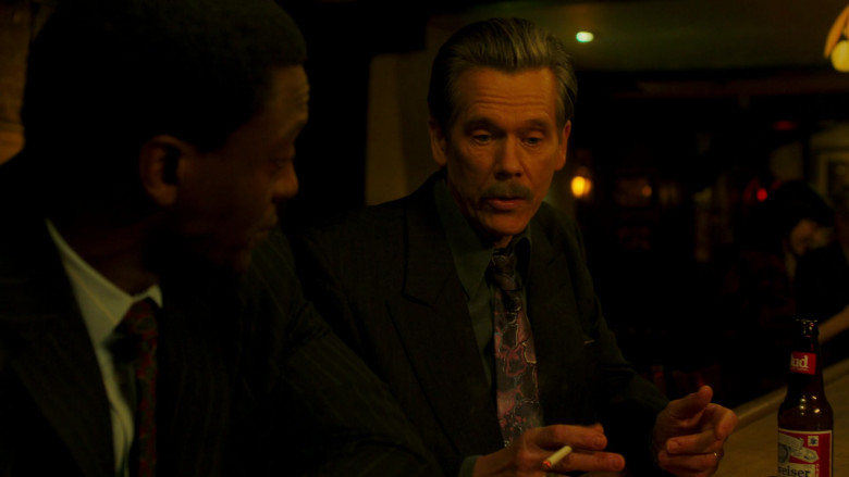 Budweiser Beer Bottle of Kevin Bacon as John 'Jackie' Rohr in City on a Hill S02E06 (2)