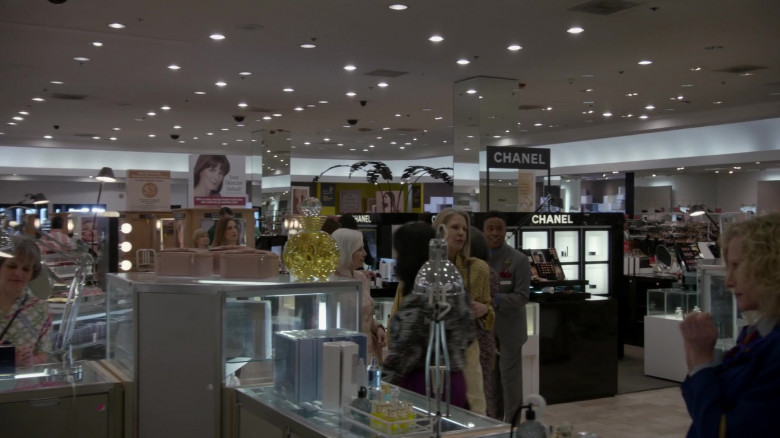 CHANEL Makeup & Cosmetics in Pose S03E01 (1)