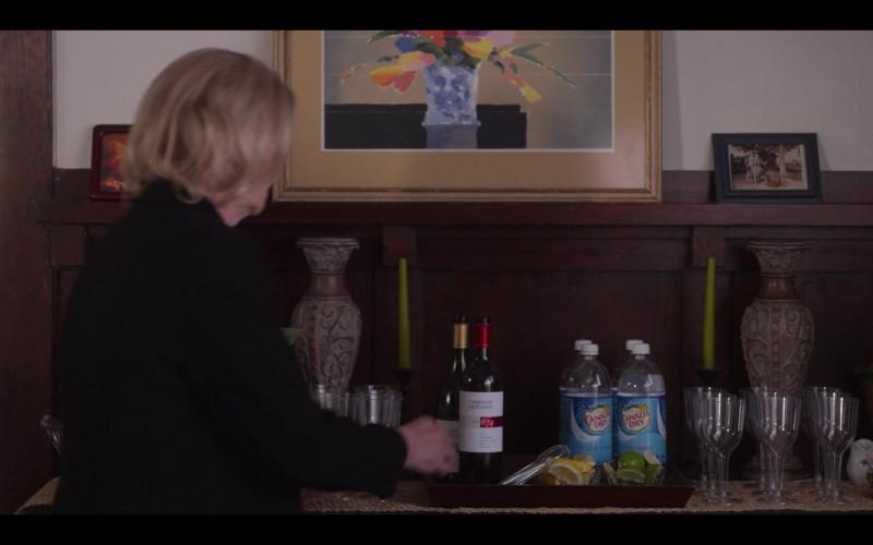Cameron Hughes Wine and Canada Dry Club Soda in Special S02E04 TV Show (1)