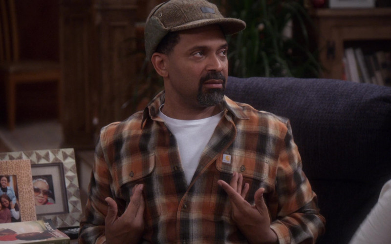 Carhartt Plaid Shirt of Mike Epps as Bennie in The Upshaws S01E10 The Backslide (2021)