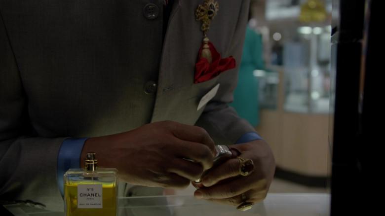 Chanel N5 Eau De Parfum in Pose S03E01 (2)