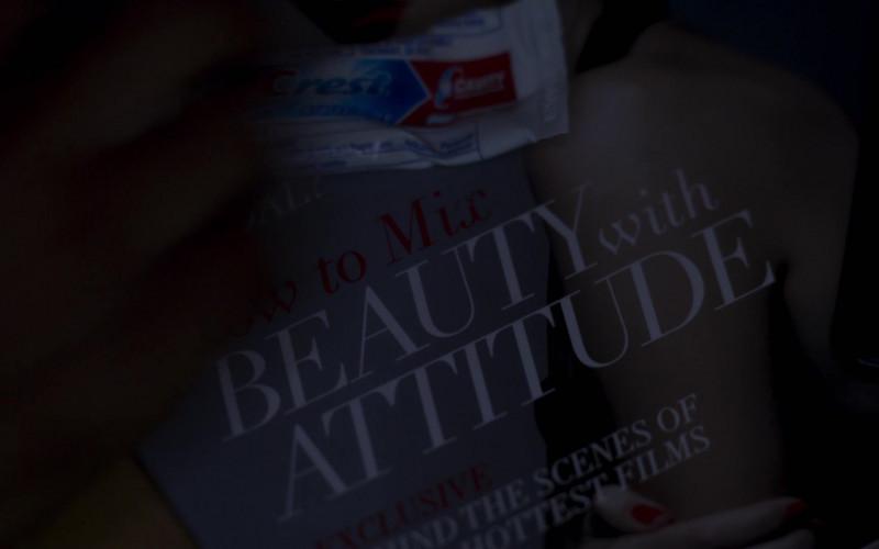 Crest Toothpaste in Girls5eva S01E03 (2)