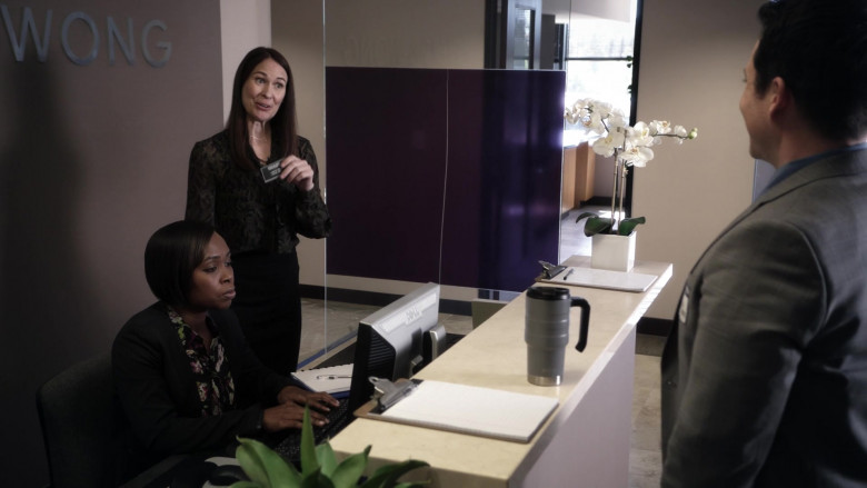 Dell Monitor in 9-1-1 S04E11 First Responders (2021)