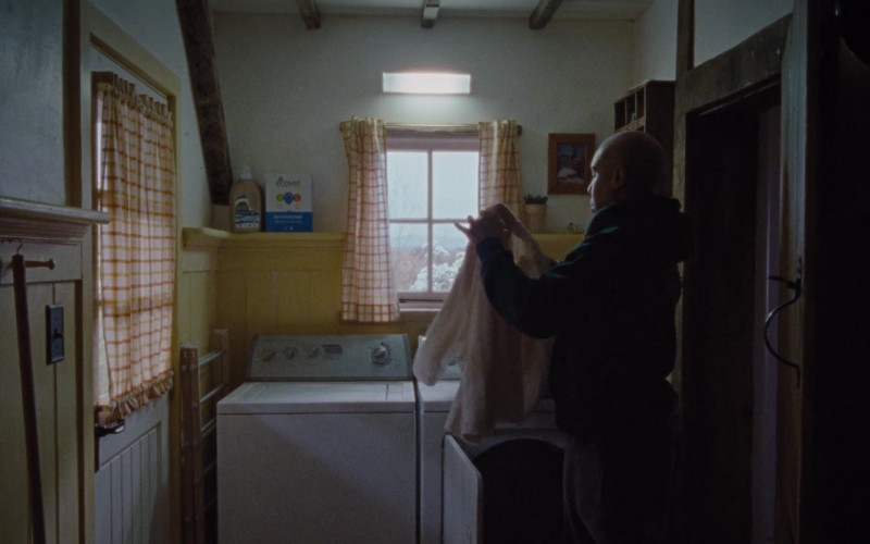Ecover Laundry Detergent in Master of None S03E03 Moments in Love, Chapter 3 (2021)