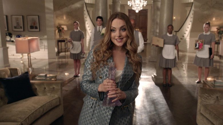 Elizabeth Gillies as Fallon Carrington Wears Gucci Blazer and Pants Suit Outfit in Dynasty S04E01 TV Show 2021 (2)