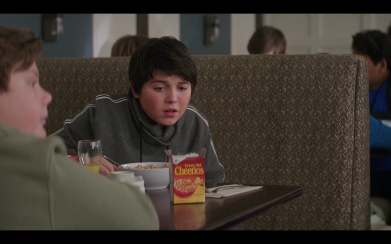 General Mills Honey Nut Cheerios Cereal in The Mighty Ducks Game Changers S01E09 (2)