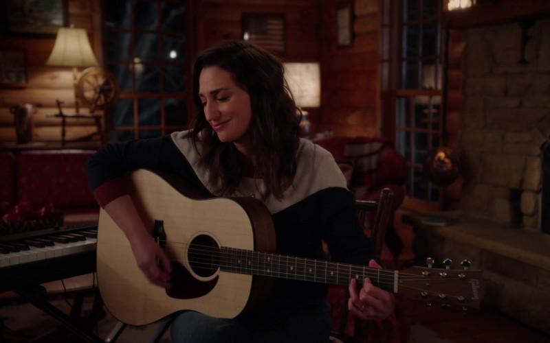 Gibson Guitar of Sara Bareilles as Dawn in Girls5eva S01E05 Catskills (2021)