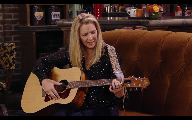 Guild Guitar of Lisa Kudrow in Friends The Reunion (2021)