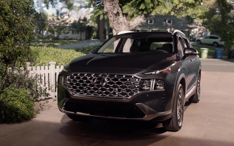 Hyundai Santa Fe Car in Black-ish S07E20 TV Show 2021 (1)