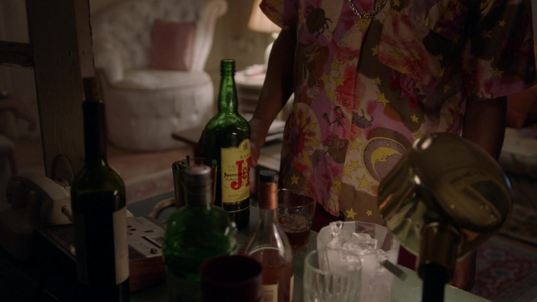 J&B Scotch Whisky in Pose S03E01 On the Run (2021)