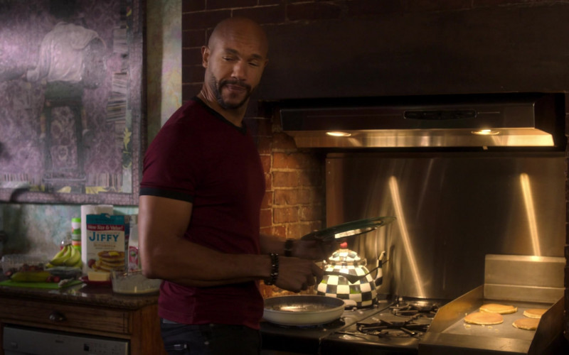 Jiffy Buttermilk Pancake & Waffle Mix in Run the World S01E01 Phenomenal Women (2021)