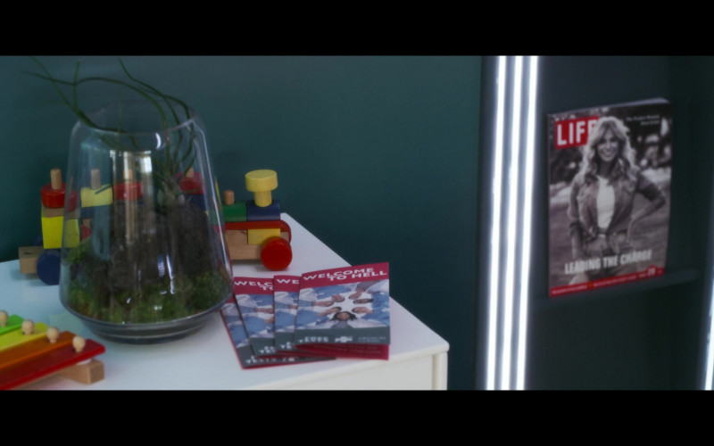 Life Magazine in Solos S01E05 JENNY (2021)