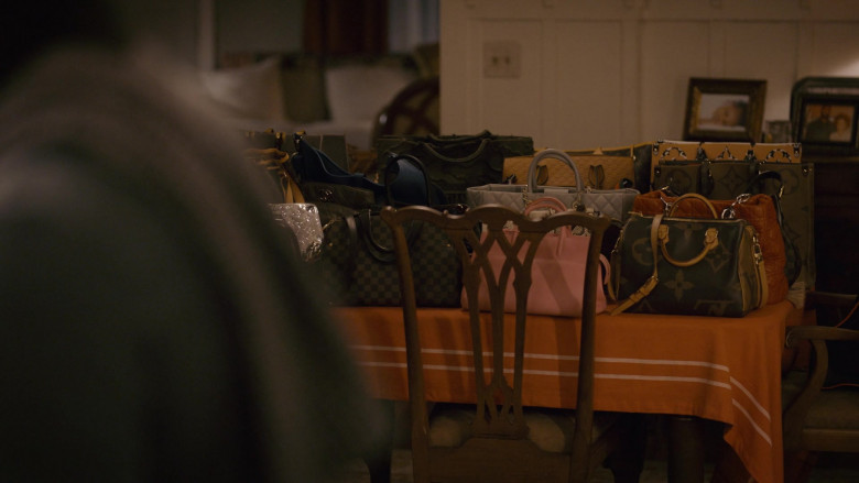 Louis Vuitton Handbags in Good Girls S04E07 Carolyn With a Y (2021)