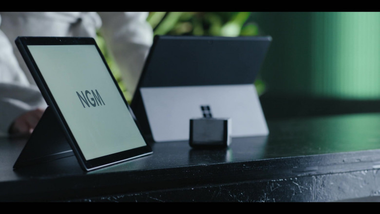 Microsoft Surface Tablet in The Girlfriend Experience S03E01 Mirrors (2021)