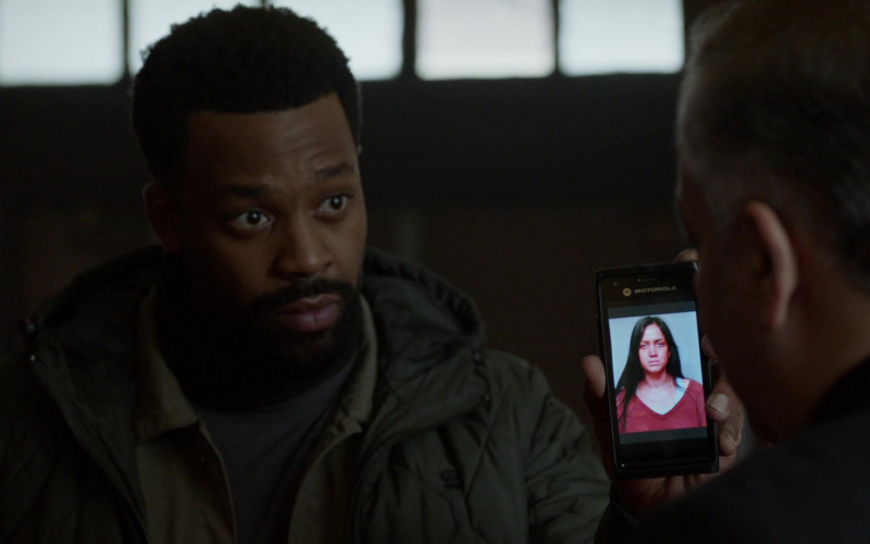 Motorola Smartphone of LaRoyce Hawkins as Officer Kevin Atwater in Chicago P.D. S08E13 Trouble Dolls (2021)