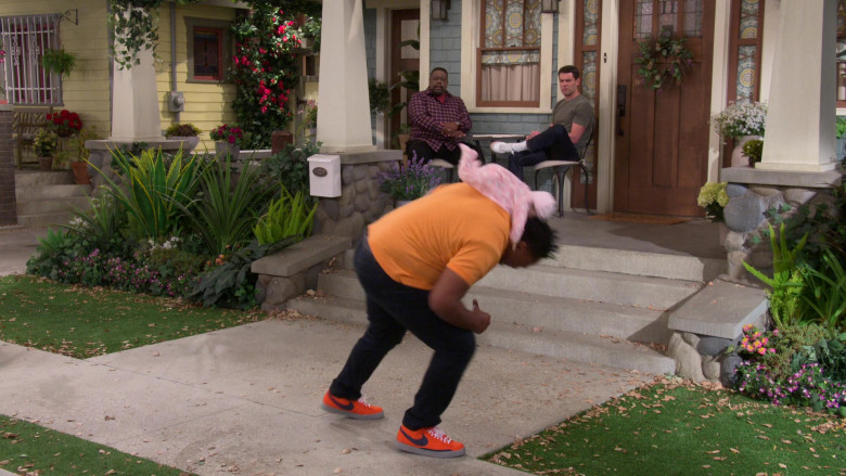 Nike Blazer Mid Orange Sneakers of Marcel Spears as Marty in The Neighborhood S03E16 Welcome to the Test Run (2021)