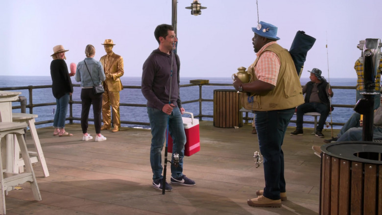 Nike Classic Cortez Blue Sneakers of Max Greenfield as Dave Johnson in The Neighborhood S03E18 Welcome to the Surprise (1)
