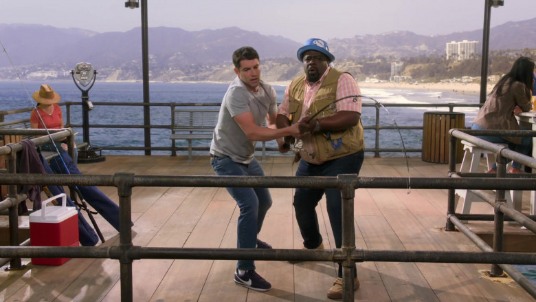 Nike Classic Cortez Blue Sneakers of Max Greenfield as Dave Johnson in The Neighborhood S03E18 Welcome to the Surprise (2)