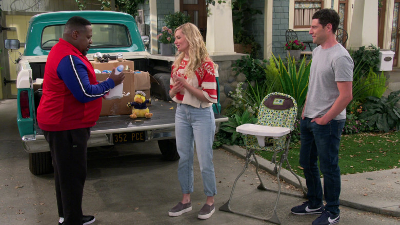 Nike Cortez Navy Blue Sneakers of Max Greenfield as Dave in The Neighborhood S03E16 (1)