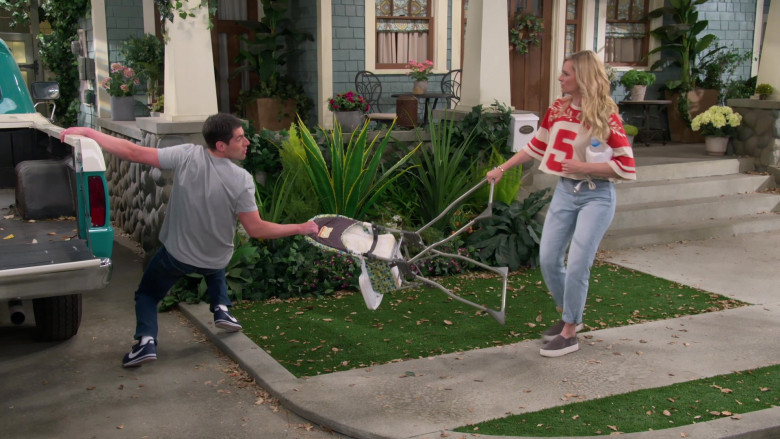 Nike Cortez Navy Blue Sneakers of Max Greenfield as Dave in The Neighborhood S03E16 (2)
