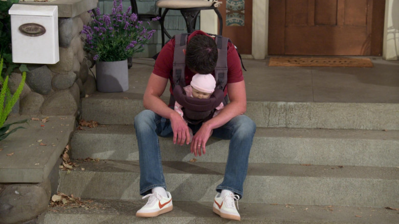 Nike Killshot Shoes of Max Greenfield as Dave in The Neighborhood S03E16 (1)